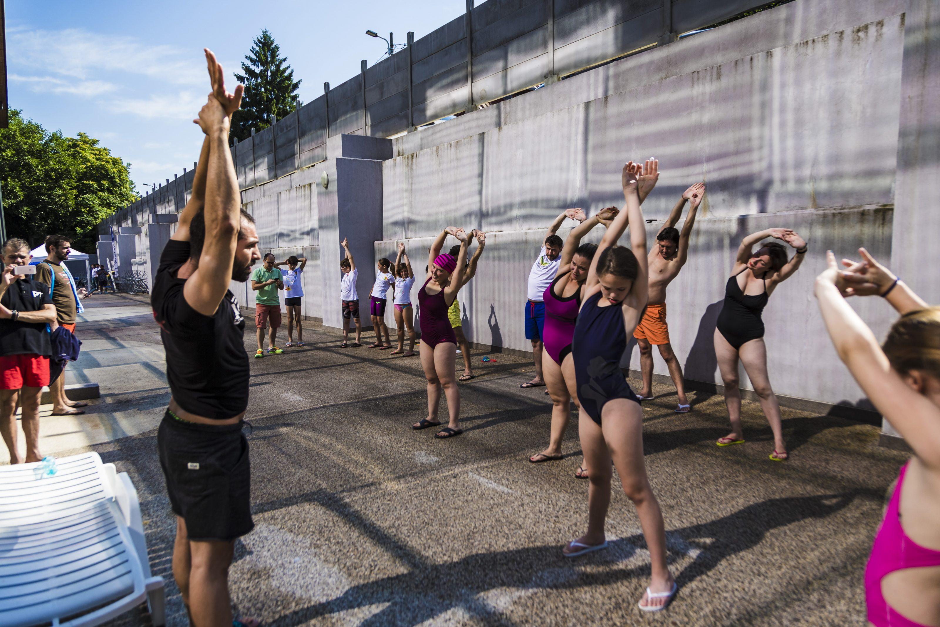 Peste 400 de bucureșteni înoată voluntar și strâng bani pentru 25 de ONG-uri și grupuri de inițiativă